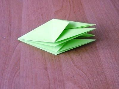 бумажного цветка.