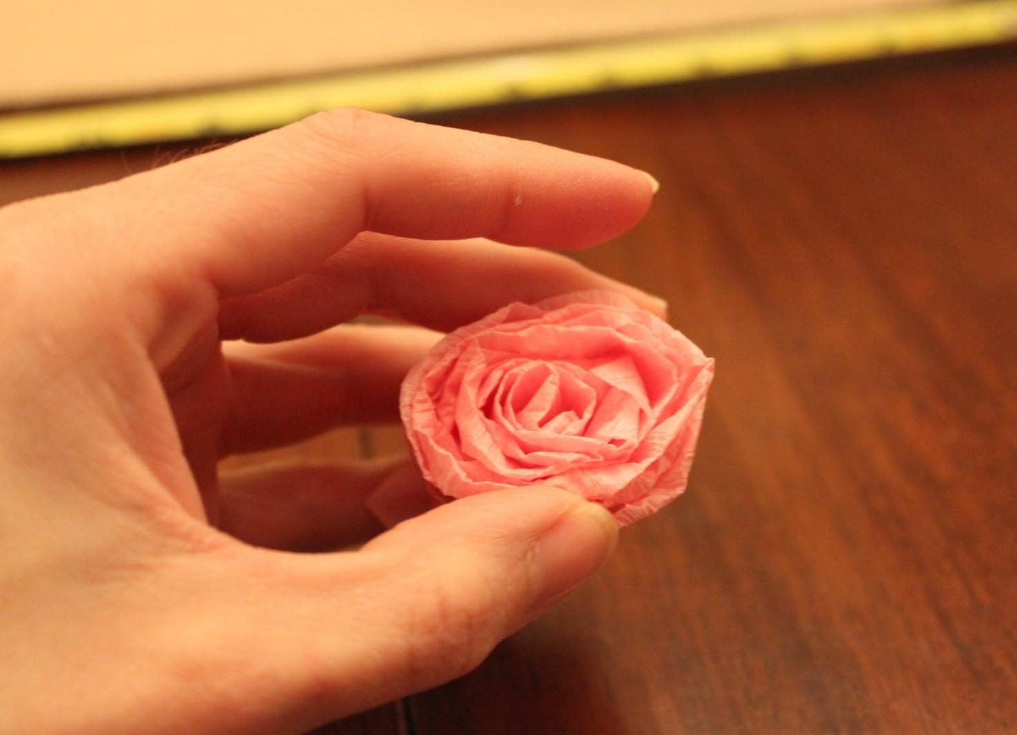 Как сделать маленькие розочки из салфеток