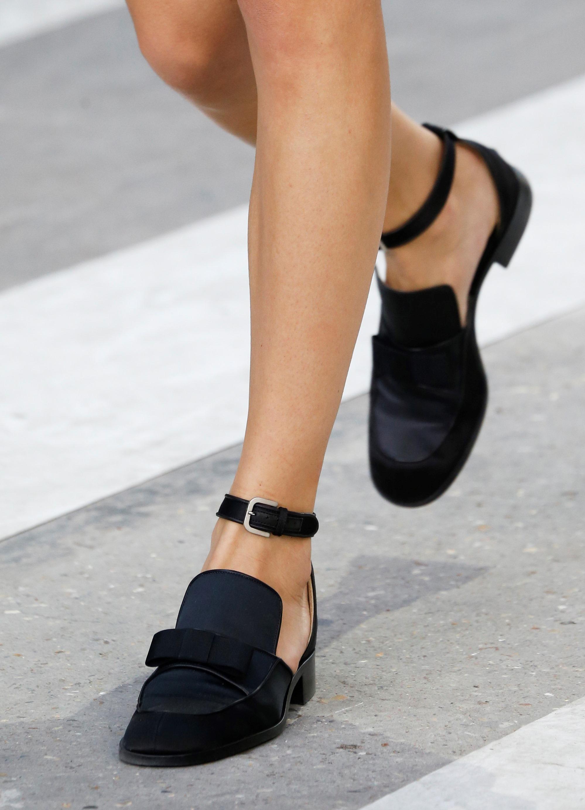Женская обувь без каблука лето и