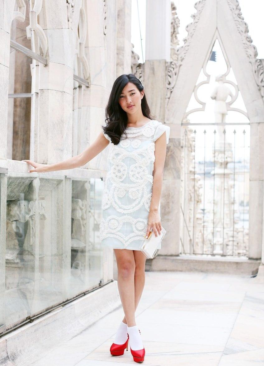 Текст 4 к в белом платье