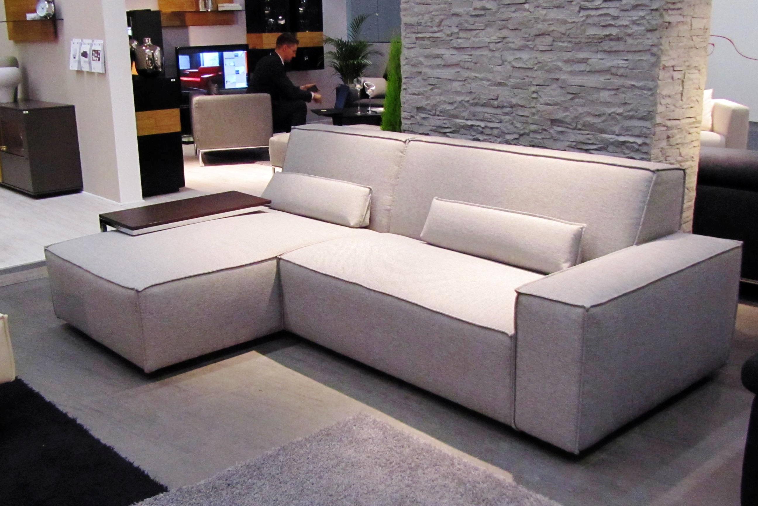 купить угловой диван со столиком