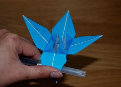 Как сделать лилию из бумаги 16