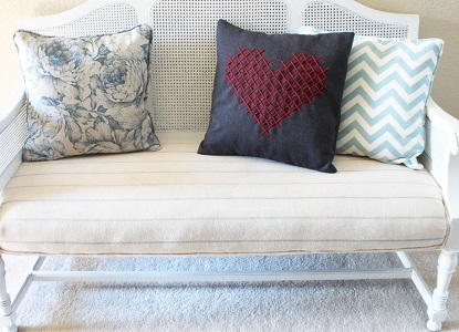 Оригинальная вышивка на подушках