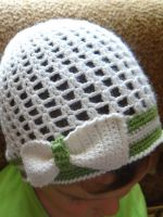 Вязаная шапочка крючком для девочки