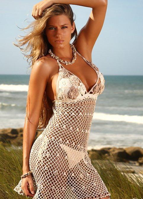 Только Вязаные туники - можно сказать, что это небольшое вязаное платье, Пляжное платье крючком