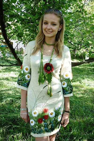 Вышивка на блузке лентами