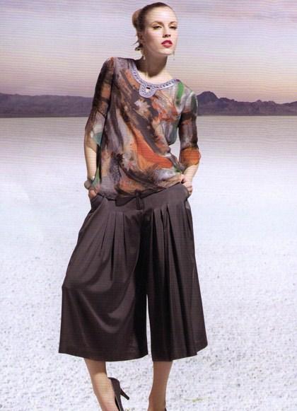 ШЕЛКОВЫЕ ЮБКИ юбка. . Описание модели: Юбка-брюки однотонная из шелкового стретч-атласа повышенной плотности