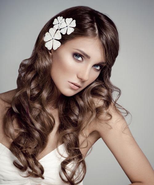 Свадебные варианты причёсок на длинные волосы. Фото №15