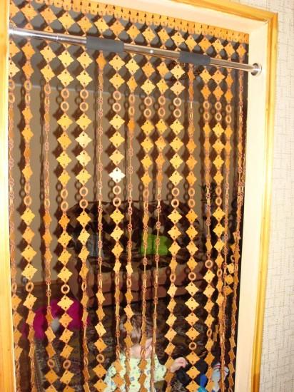 Шторы декоративные на дверном проеме