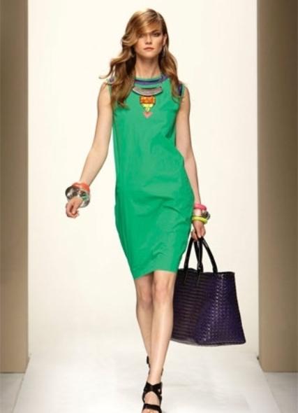 Зеленое платье и жемчуг