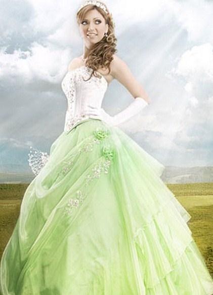 Свадебное платье фисташкового цвета
