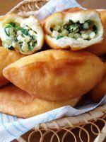 Жареные пирожки с яйцом и зеленым луком