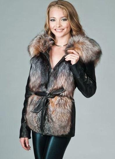 Большой выбор женских кожаных курток с натуральным мехом фото