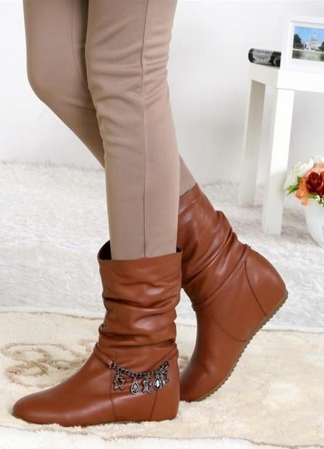 Женские полусапожки на низком каблуке