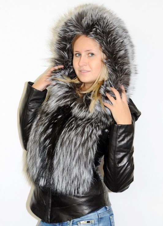 Кожаная куртка - жилетка из меха чернобурки. Мягкая итальянская кожа чёрного цвета. Рукава и капюшон отстёгиваются