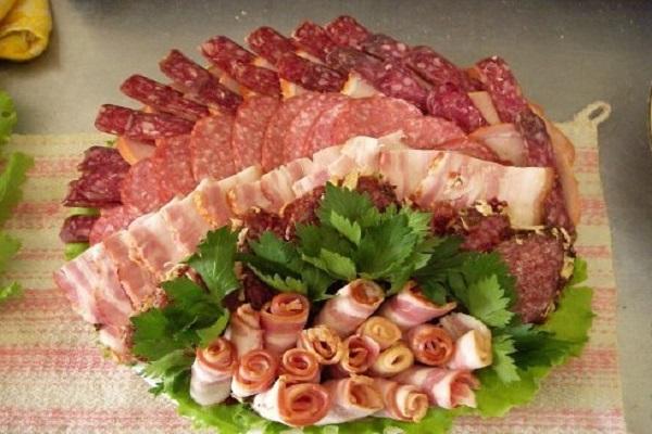 сервировка мясной нарезки фото