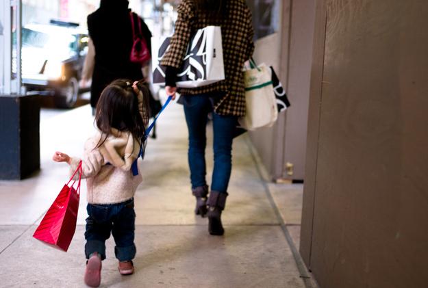 Держать ребенка на привязи