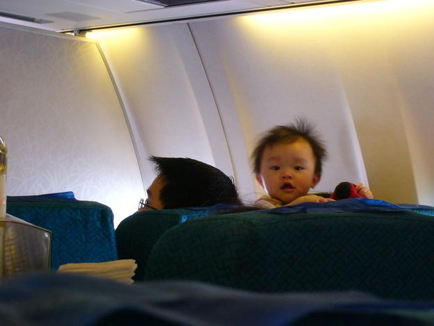 Летать с ним в самолетах пока он еще совсем маленький