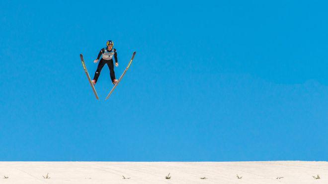 Прыжок горнолыжника