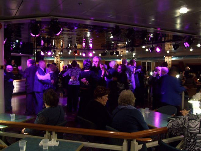 Финны танцуют танго