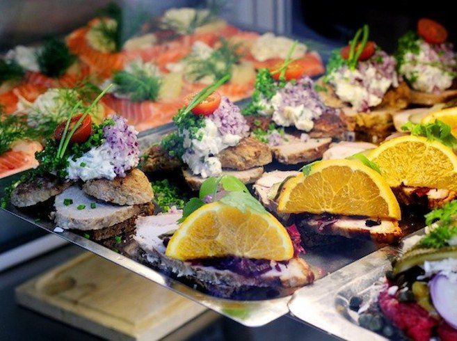 Известным датским блюдом считается смёрребрёд 1