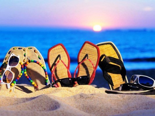 На пляже девчонки вид между ног — photo 1