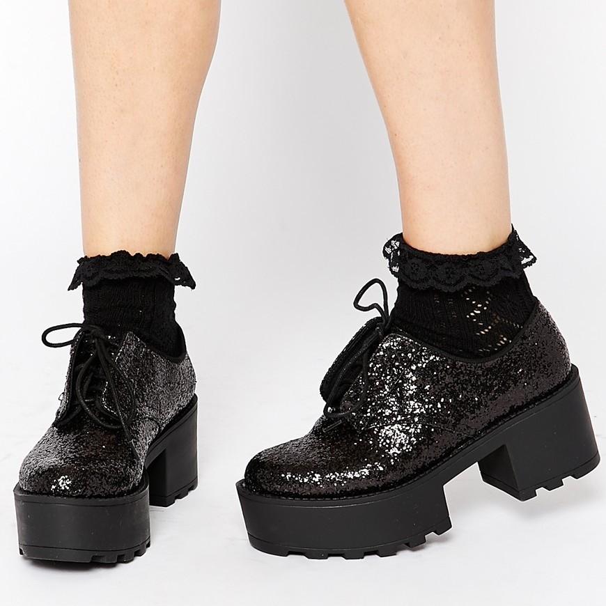 они картинки обуви тракторы на платформе дома новому году