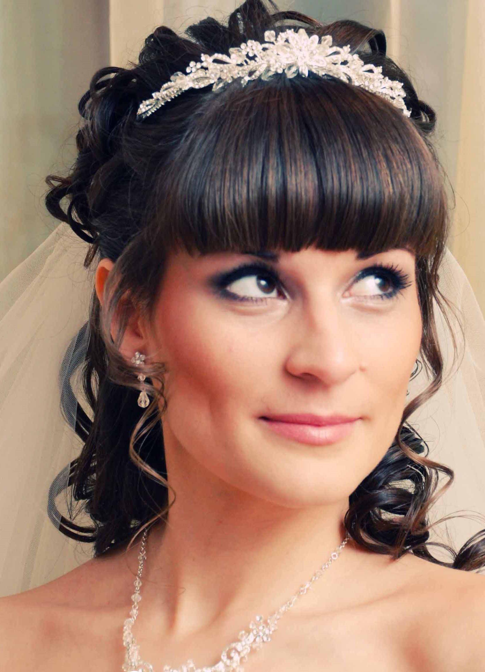 Прически на свадьбу с челкой картинки