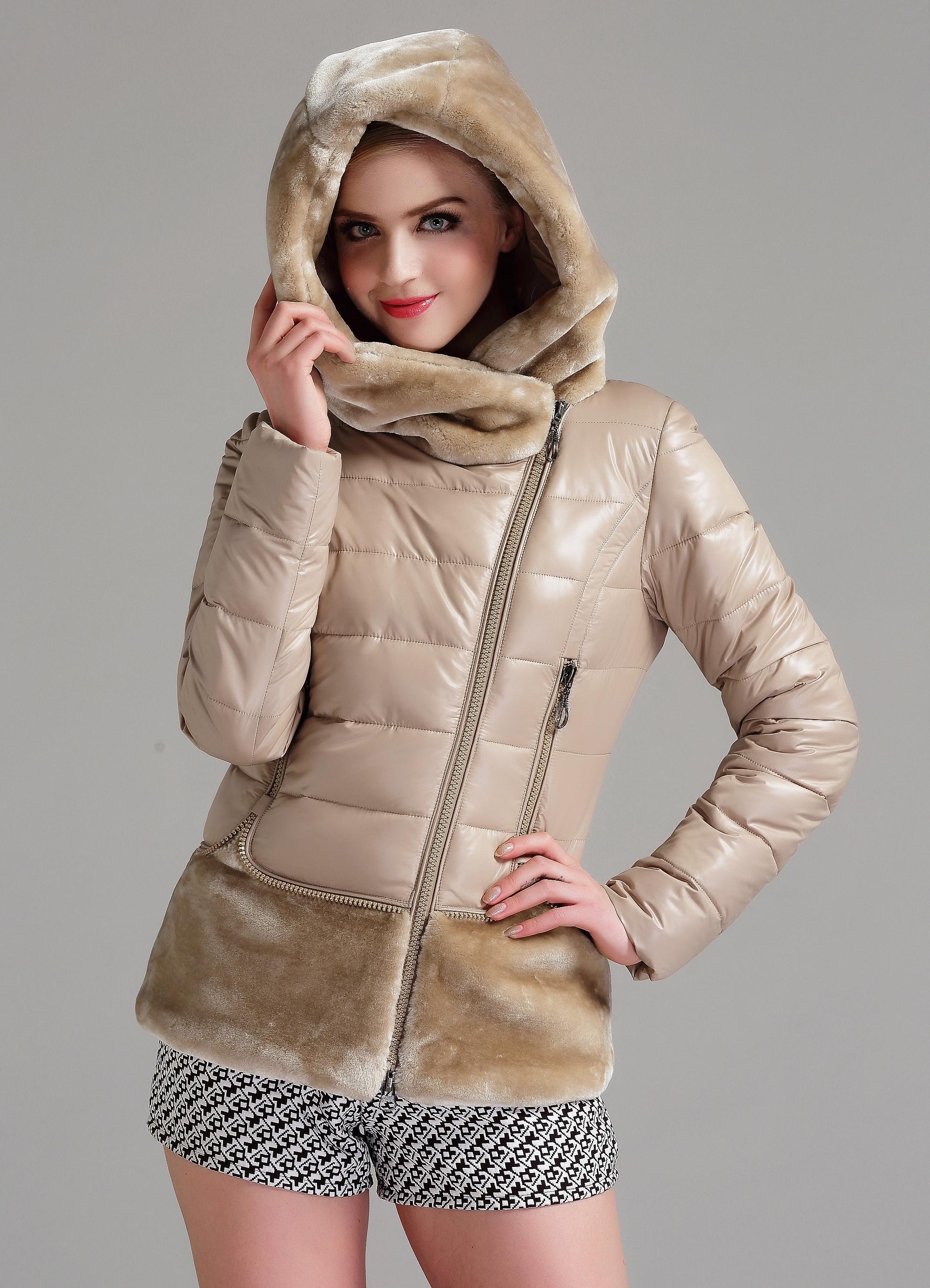 81a6c70c496 Женская зимняя куртка с капюшоном на синтепоне