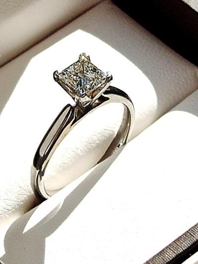 046ccea5da01 Кольцо из белого золота с бриллиантом