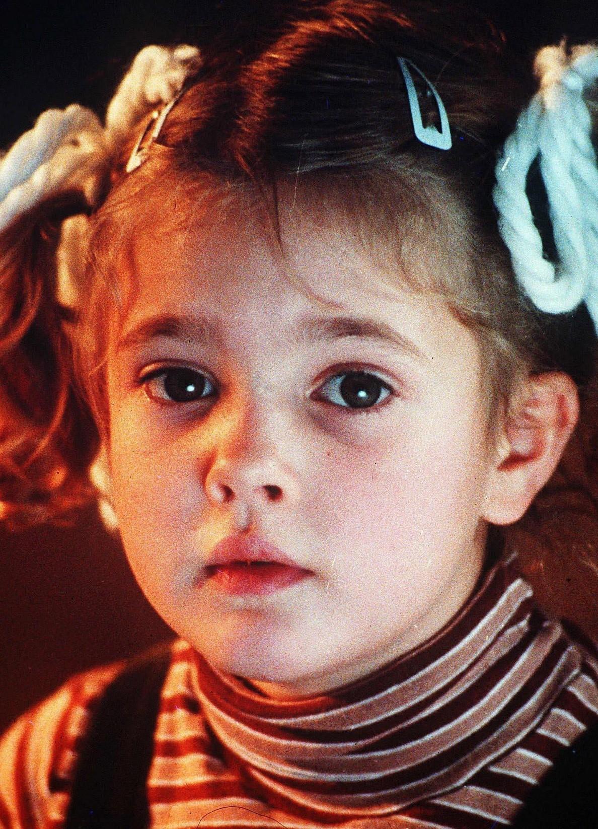 Картинки по запросу дрю бэрримор в детстве