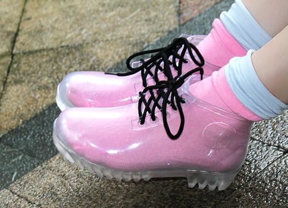 bb4079697 Женские резиновые ботинки на шнуровке