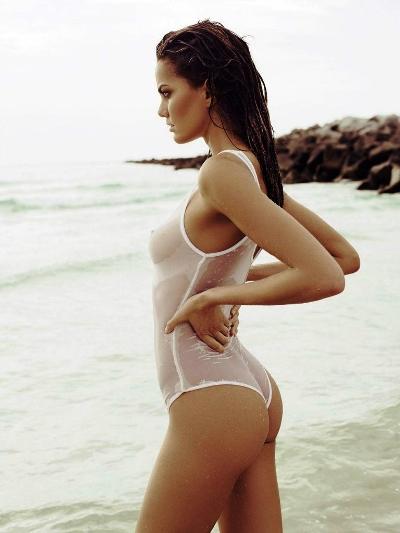 Фото в белых прозрачных купальниках — pic 14