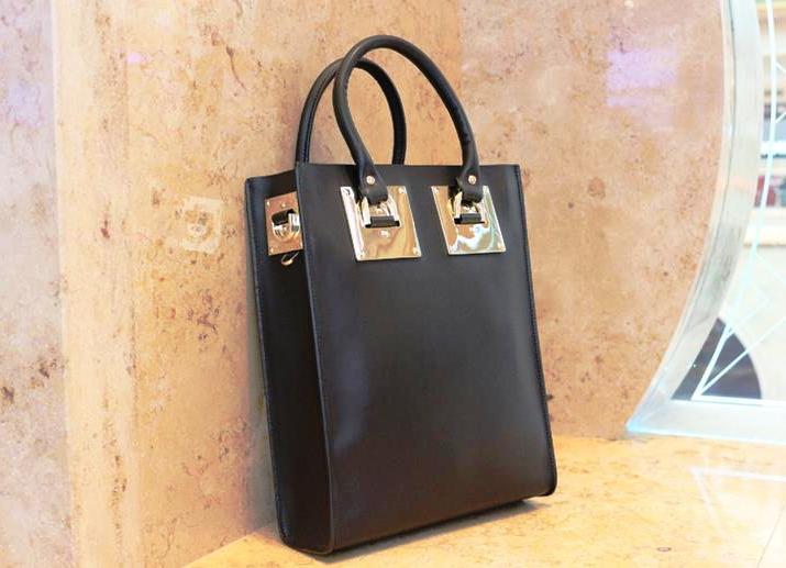 ddf87d448786 Все сумочки, клатчи, кошельки и чемоданы, выпущенные под этой маркой,  изготавливаются из высококачественных материалов, благодаря чему они  являются ...