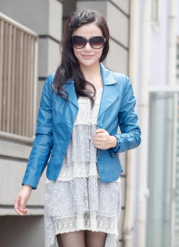 испанскими голубая куртка с чем носить фото кистью руки