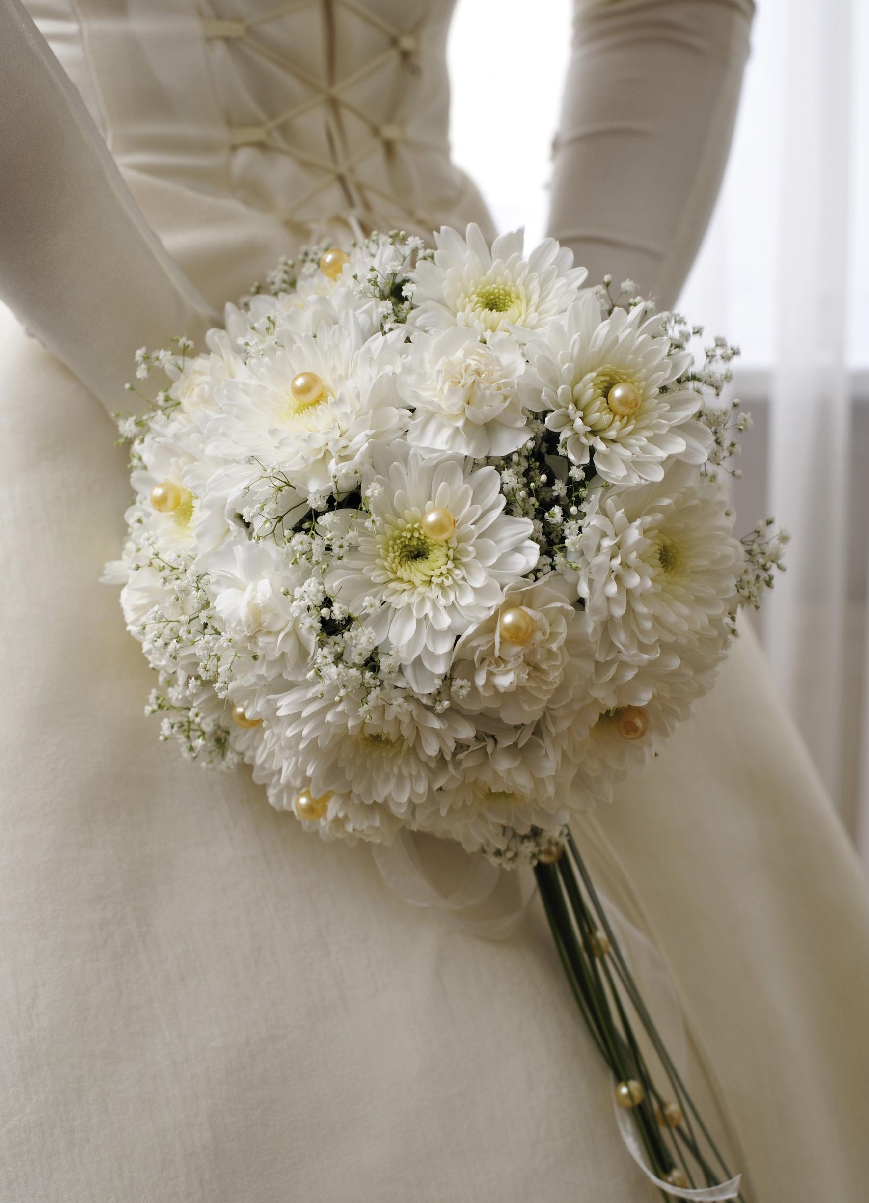 Букет невесты на свадьбу из хризантем фото