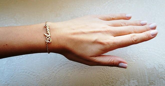 фото золотые с браслеты руку на