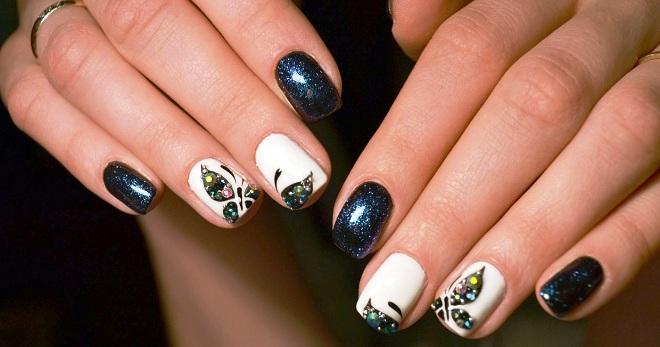 фото ногти с белыми бульонками