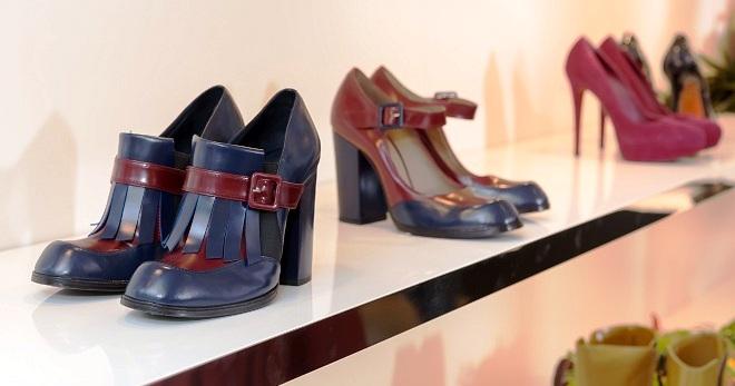 13a812b07 Модная женская итальянская обувь – босоножки, сапоги, туфли, бренды ...