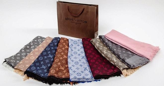 02fc42aa3a20 С чем носить женский шарф Луи Виттон – как носить теплый платок ...