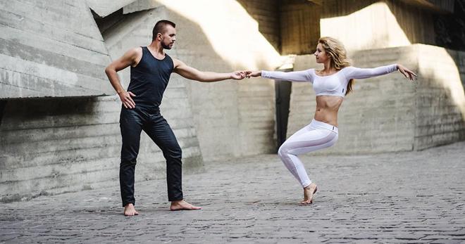 Пару движений танцев сексульно танцевать