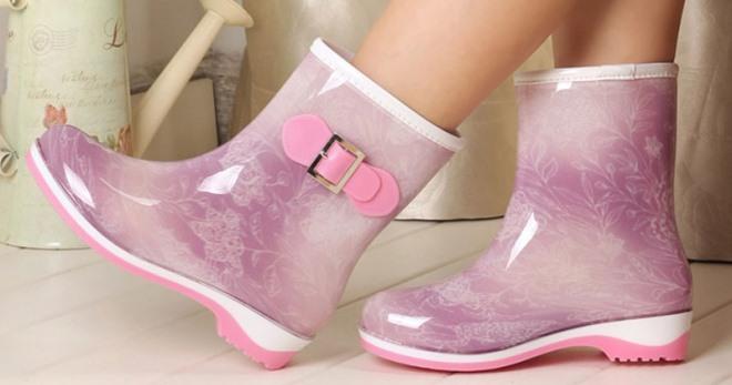Резиновая обувь – модные модели на любую погоду и сезон