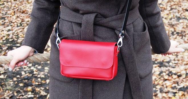Женская маленькая сумка через плечо – 46 фото самых модных новинок от  дизайнеров 35475332ac7
