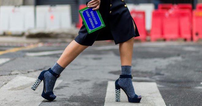 Sandale sa čarapama - kako kombinirati da bude u trendu?