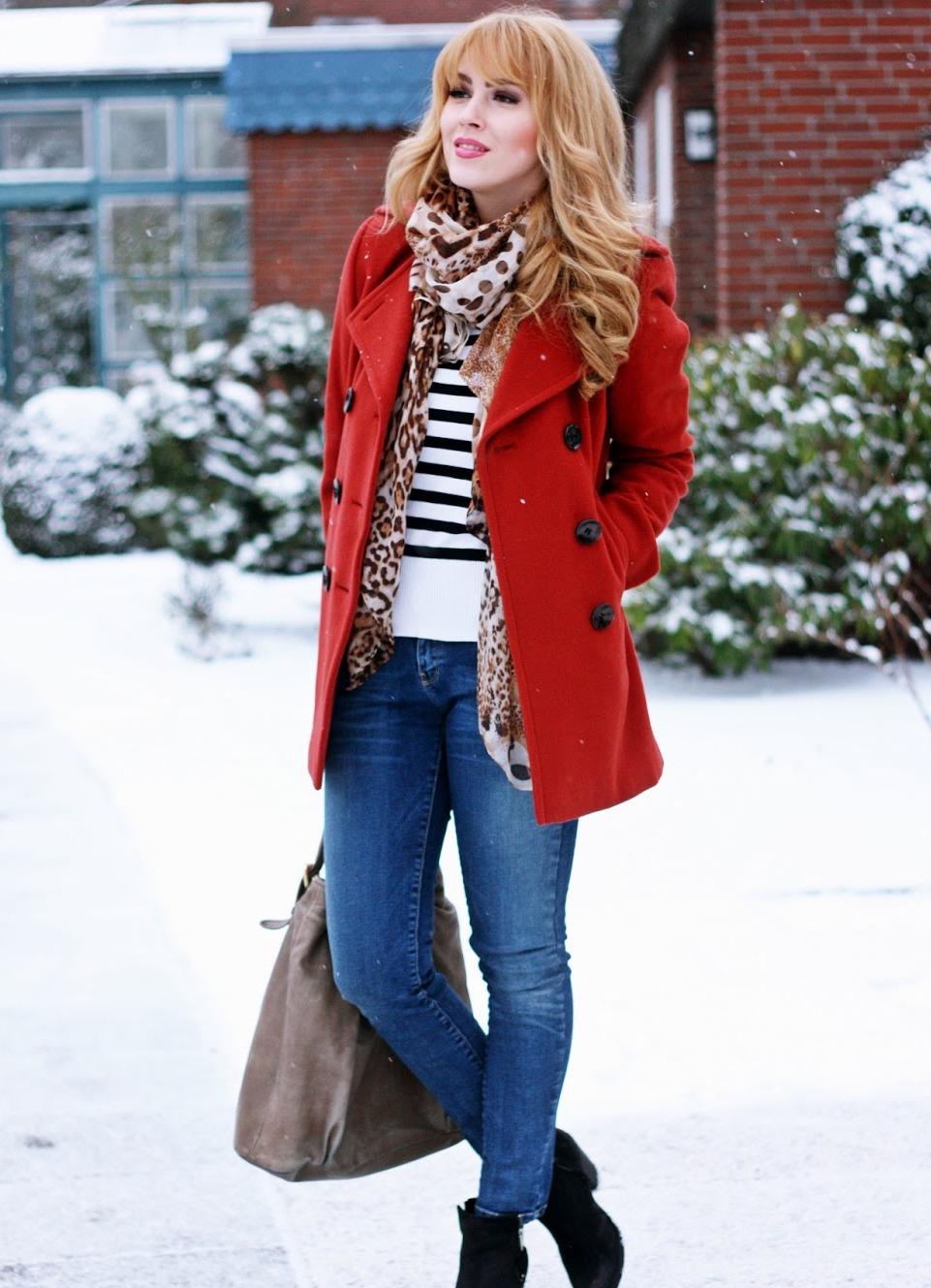 начало она шарф к красному пальто фото нем