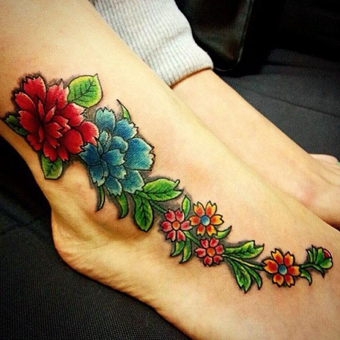 Татуировки цветные цветы для девушек 8