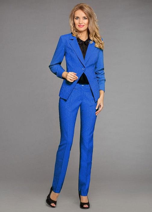 брючный синий костюм женский фото