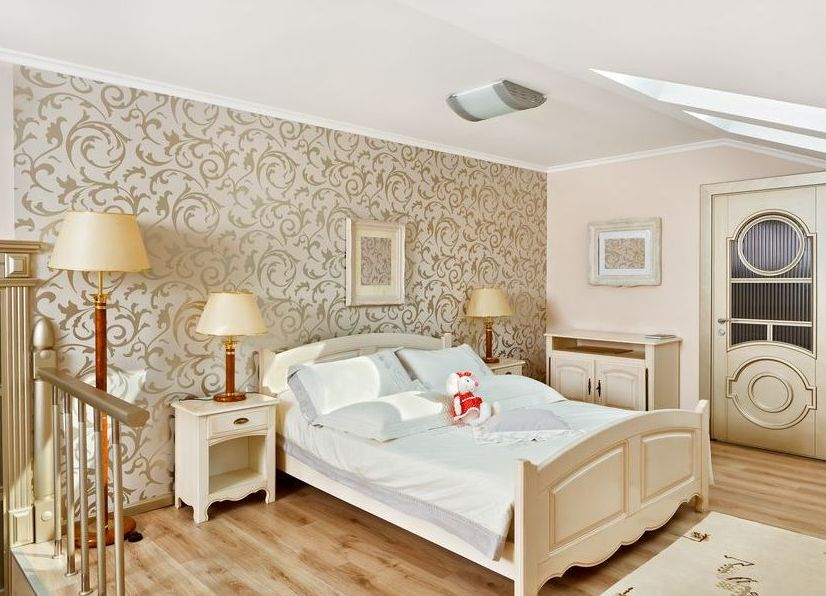 дизайн комнаты с обоями двух цветов фото