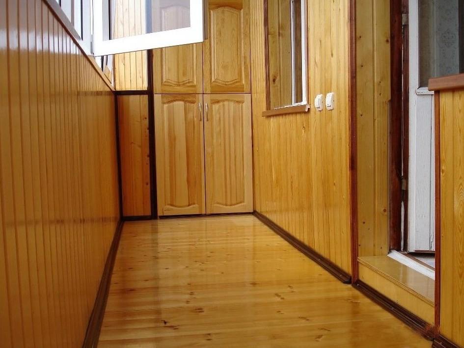 фото обшивка вагонкой балкона