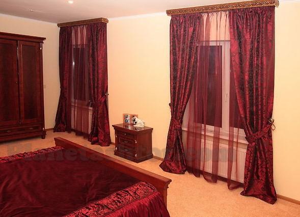 фото бордовые шторы